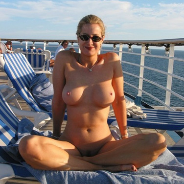 Mature woman nudity photos